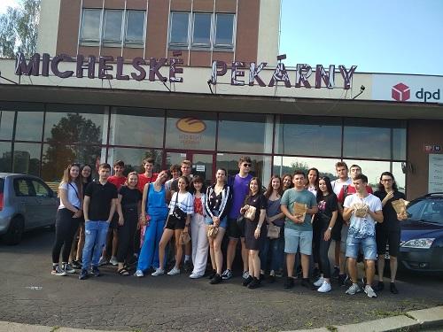 Skupinové foto před Michelskou pekárnou.