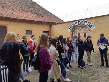 Exkurze do Terezína - výklad průvodkyně.