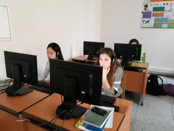 Mezinárodní soutěž v angličtině v počítačové učebně s poslechem.