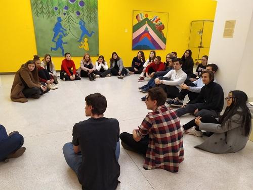 NG - diskuze o výstavě a k plnění daných úkolů.