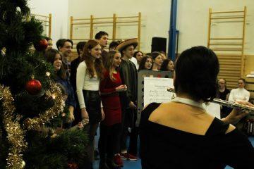 Vánoční besídka byla plná písní v různých jazycích, které se na škole vyučují.
