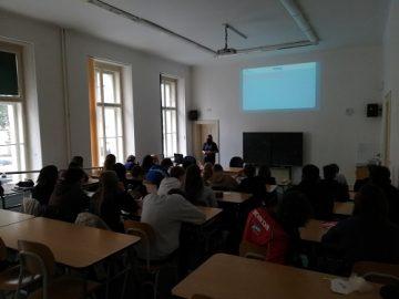 Pohled do učebny č. 004 při přednášce Kyberbezpečnost.
